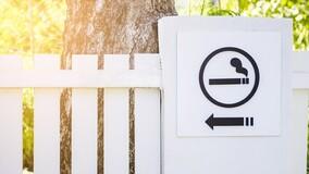 Эксперт рассказал о трудностях организации в МКД места для курения