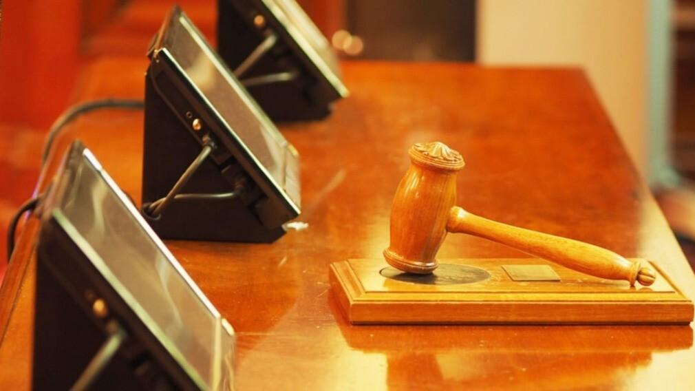Суд запретил банку списывать долг УО перед РСО со спецсчёта
