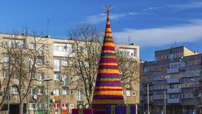 Как УО и ТСЖ украсили дворы и дома в управлении к Новому году