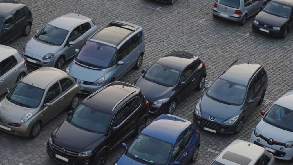 УО вызвали в суд из-за конфликта жителей МКД вокруг парковки
