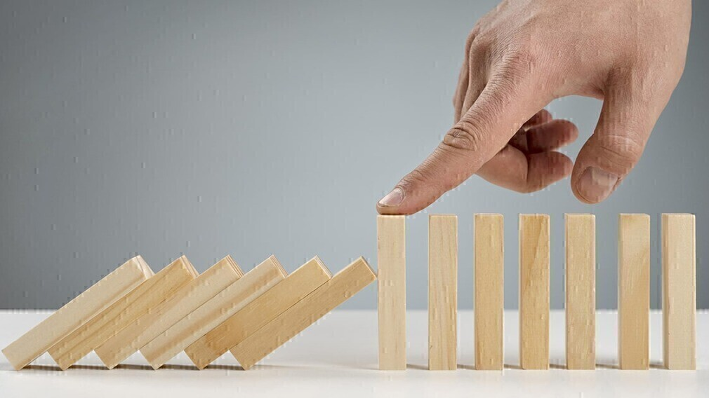 Как УО строить работу с долгами за ЖКУ и приставами: советы и кейсы