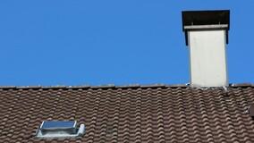 Фонд капремонта Москвы меняет шиферные крыши МКД на оцинкованные
