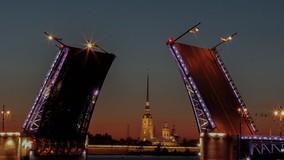 Жители Петербурга случайно превратили подъезд своего МКД в памятник