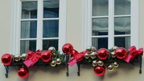 Десятки управляющих организаций РФ украсили дворы к Новому году