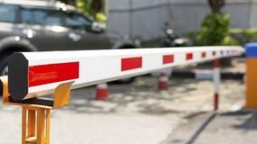Каким противопожарным правилам должен соответствовать шлагбаум МКД