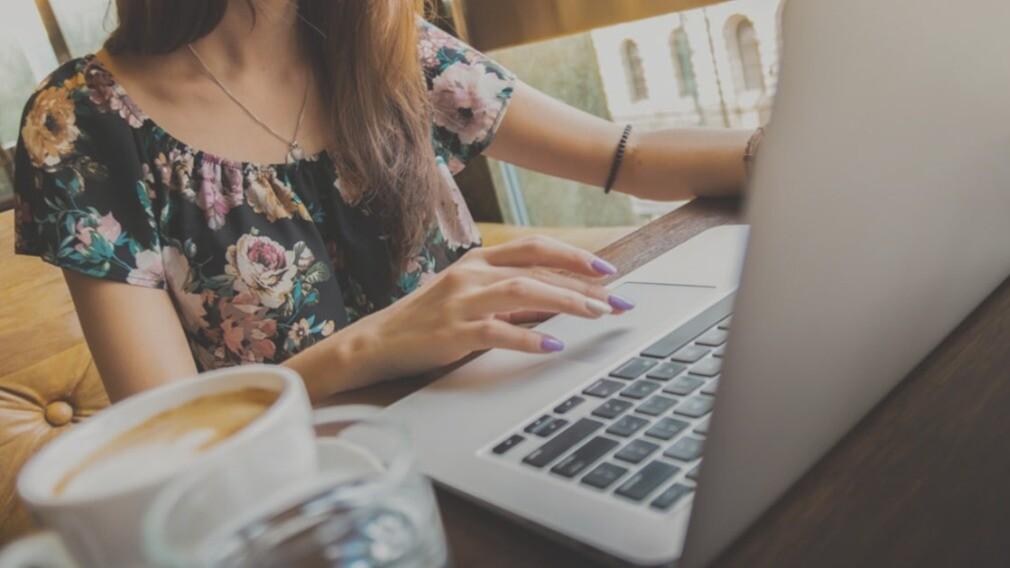УО стоит научить собственников платить за ЖКУ через интернет