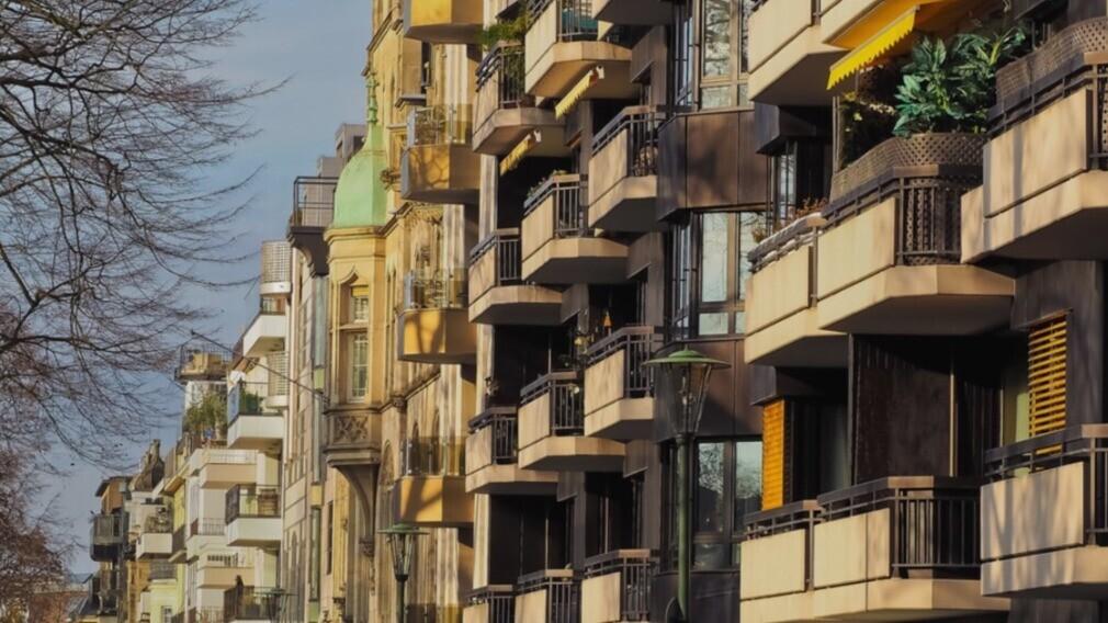 В ГЖИ Москвы рассказали, как законно пристроить лоджию к МКД