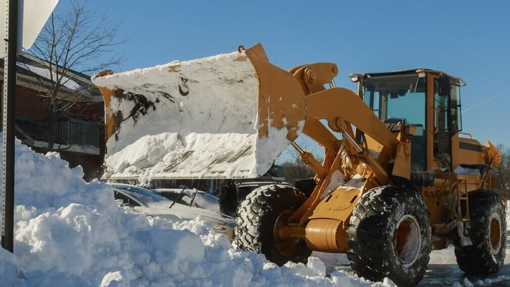 Может ли УО по решению ОСС начислять плату за вывоз снега по факту
