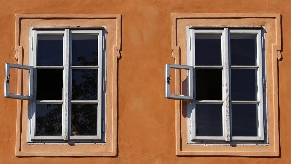 На что УО обратить внимание при осмотре окон в общих помещениях МКД