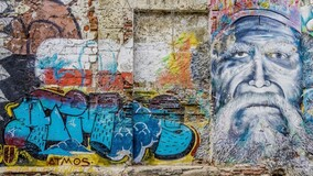 Власти Красноярска помогают УО бороться с граффити на стенах МКД