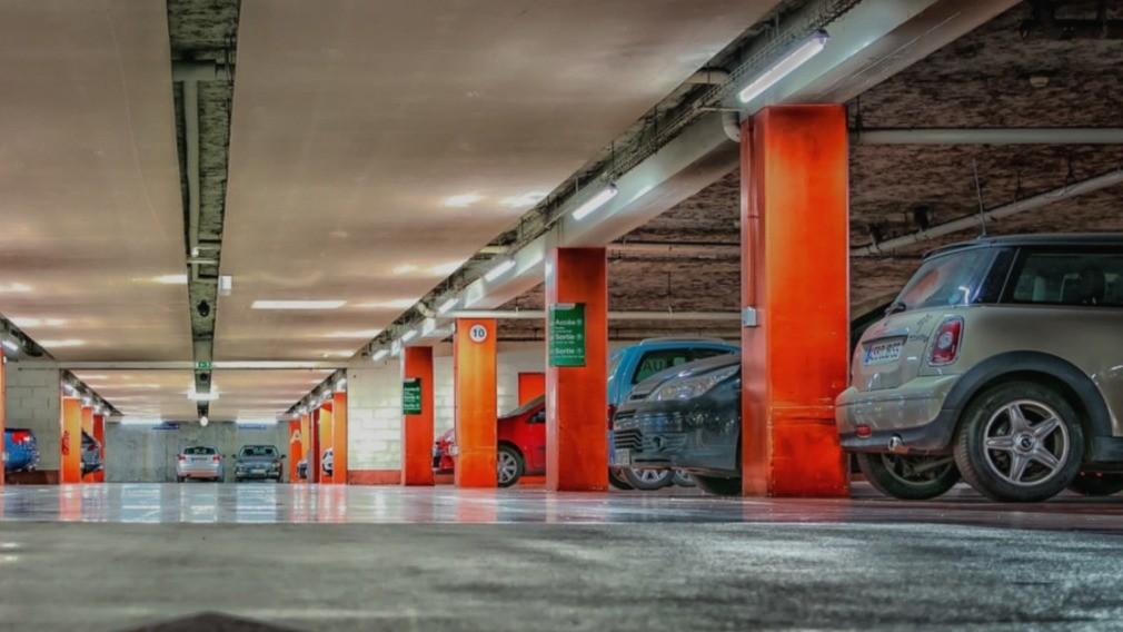 Госдума РФ предложила приравнять парковку к жилым помещениям в доме