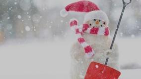 Дворник из Нижнего Новгорода создаёт снежные скульптуры на асфальте