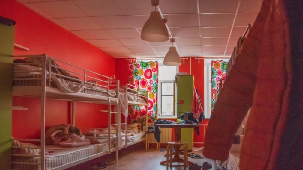 Президент РФ подписал закон о запрете хостелов в МКД