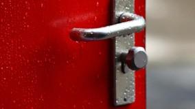 УО могут обратиться в суд, если жители МКД не пускают их в квартиры