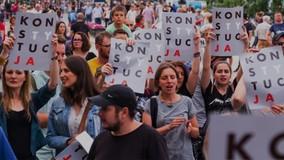 Люди вышли на митинг против коррупции в ГЖИ в Новосибирске
