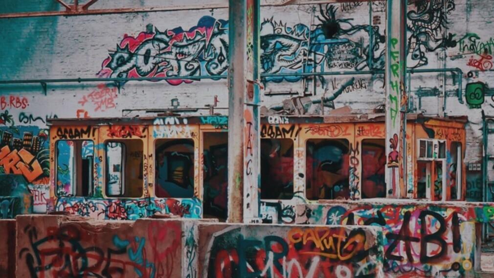 Власти Волгограда призвали УО стирать со стен рекламу наркотиков