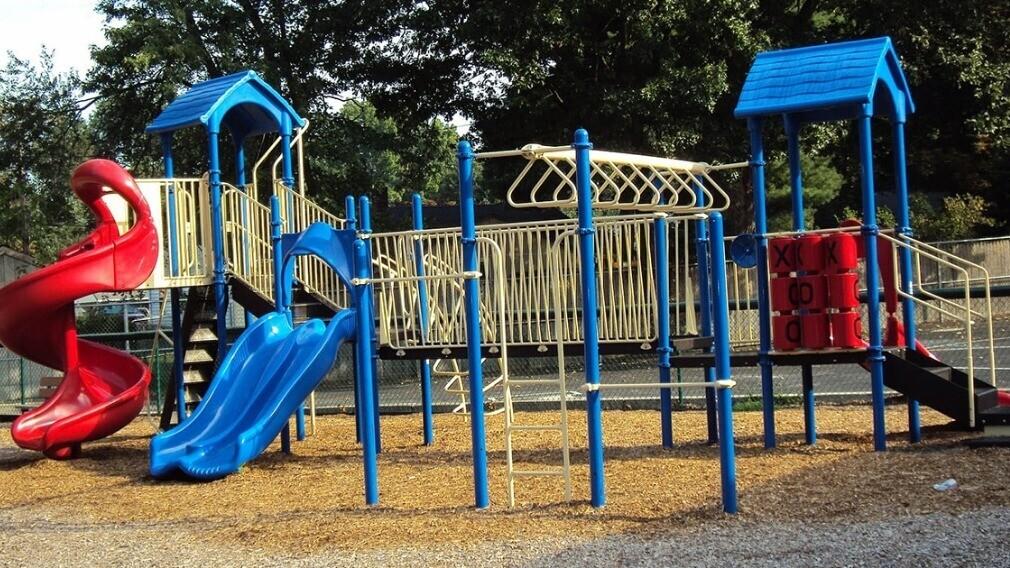 Как и зачем УО устанавливать и оформлять детские и спортплощадки
