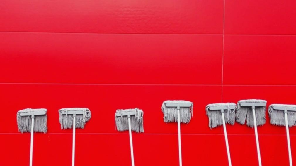 ТСЖ в Вологде испробовало новый метод весенней уборки во дворе