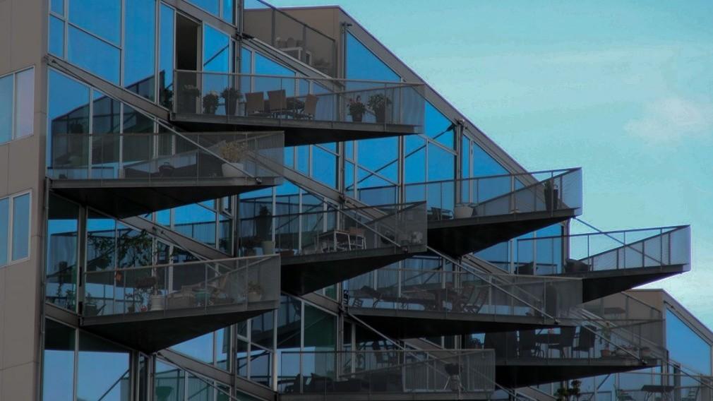 Жителям МКД разъяснили, в каком случае балкон ремонтирует УО