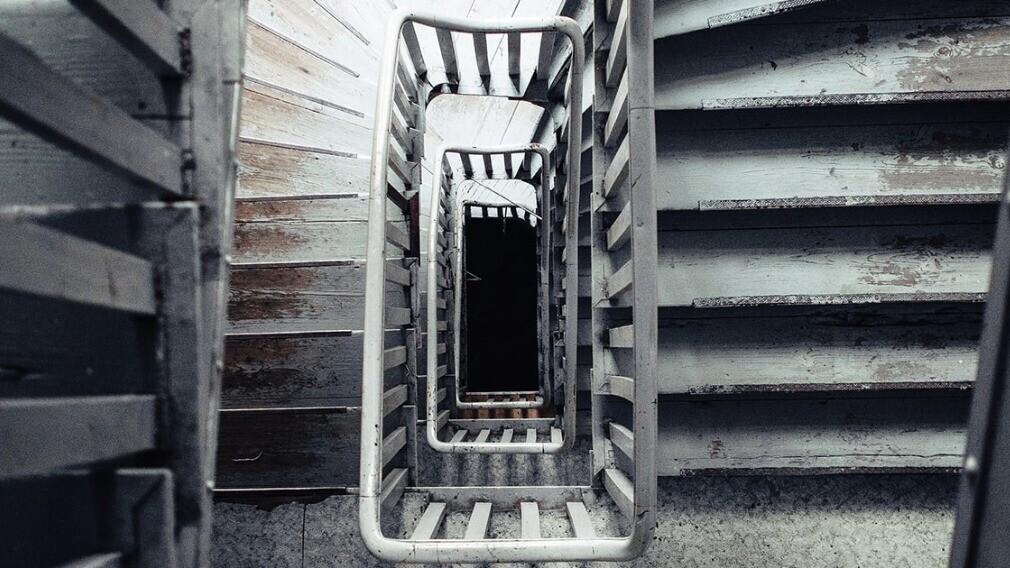 Как УО проводить осмотр состояния лестниц и крылец в домах