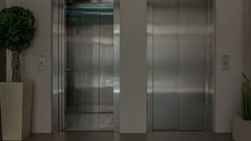 Минстрой РФ решает, как заменить 100 тысяч лифтов по всей стране