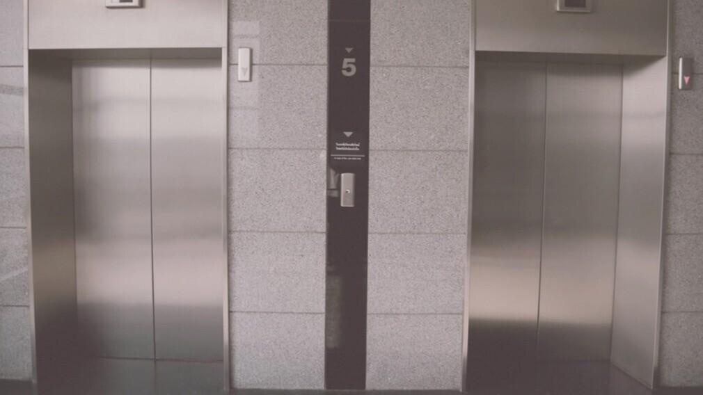 УО через суд взыскала с фонда капремонта деньги на замену лифта
