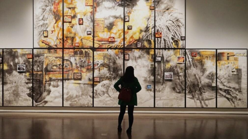 УО организовала выставку рисунков в подъезде многоквартирного дома
