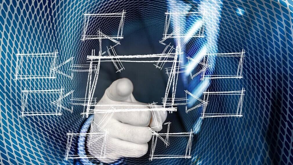 Как должен осуществляться контроль за выполнением заявок в АДС