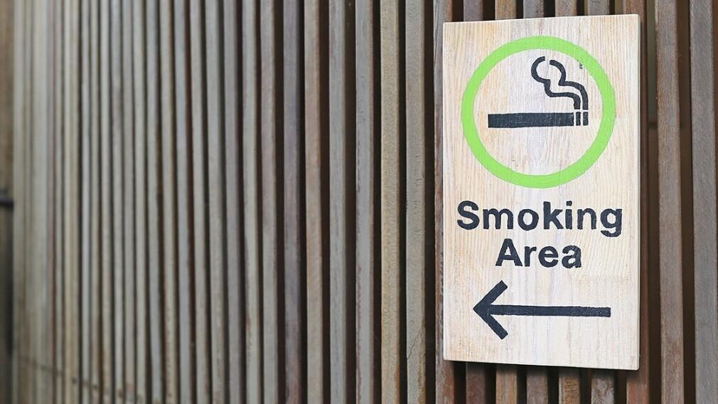Опубликованы новые требования к местам для курения в МКД