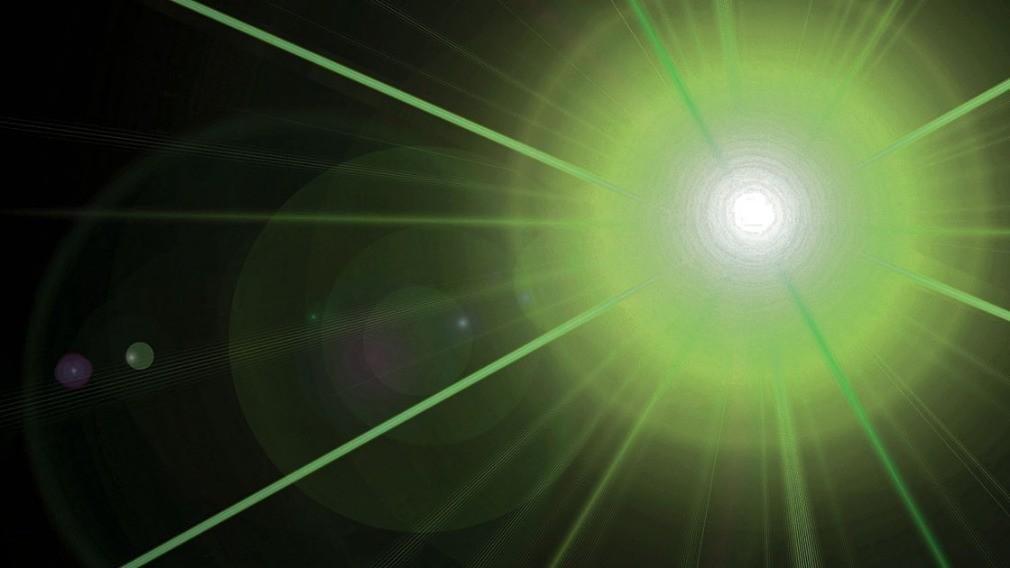 РСО проецирует лазерной установкой суммы долгов на стены МКД