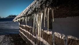 Мэрия потребовала УО очистить крыши домов от снега и наледи