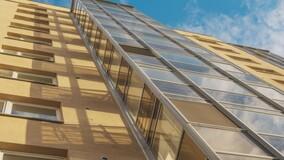 Минстрой РФ разъяснил, можно ли объединить балкон и комнату в МКД