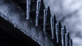 УО запретила собственнику восстановить опасный козырёк на балконе