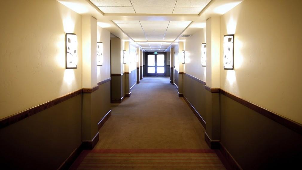 УО помогла жителям дома вернуть коридор в общее пользование