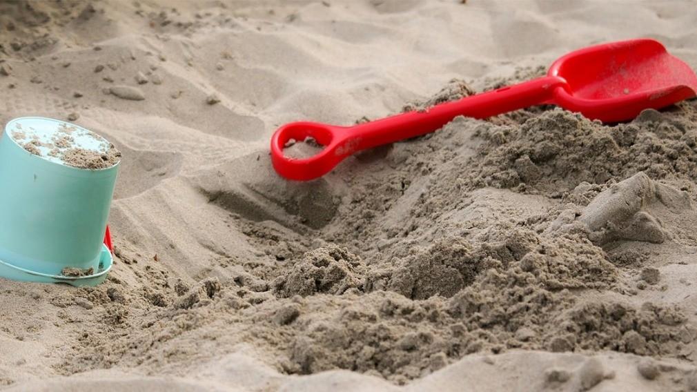 УО успокоила жителей дома, встревоженных пропажей песка из песочниц