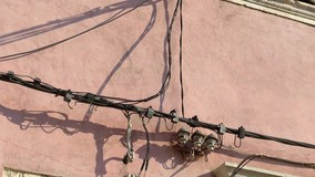 Предприниматели оштрафованы за электрокабель на фасаде МКД