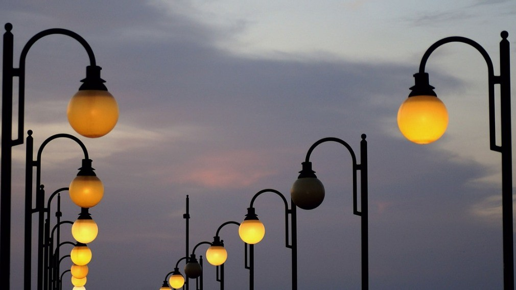 Об обязанности УО следить за освещённостью придомовой территории