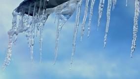 В Петербурге зимой будут проверять чистоту крыш дважды в неделю