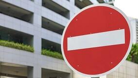 ГАИ вправе предписать жителям МКД установить во дворе дорожные знаки