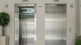 УО смогут предложить собственникам заменить лифт в МКД в кредит