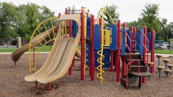 Детские площадки и оборудование